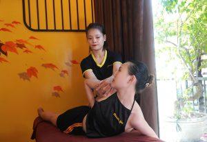Massage thư giãn gân cốt